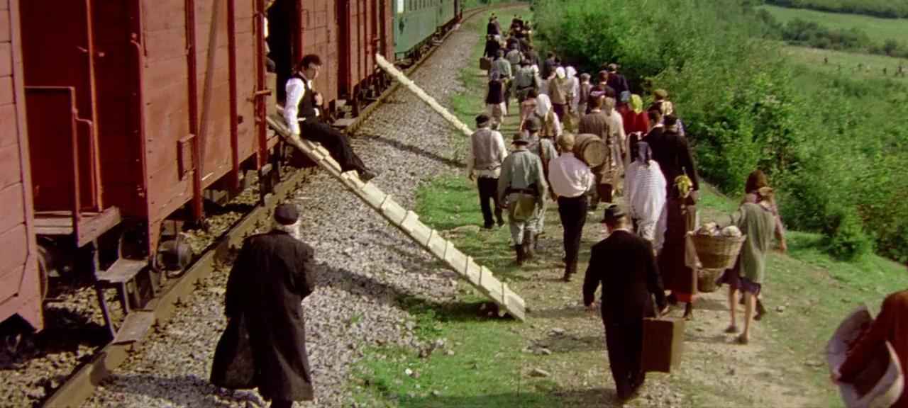 Train de vie, un treno per vivere, una tragedia per ridere