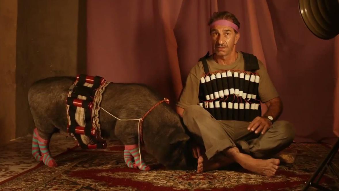 Un insolito naufrago nell'inquieto mare d'Oriente: Gaza ride